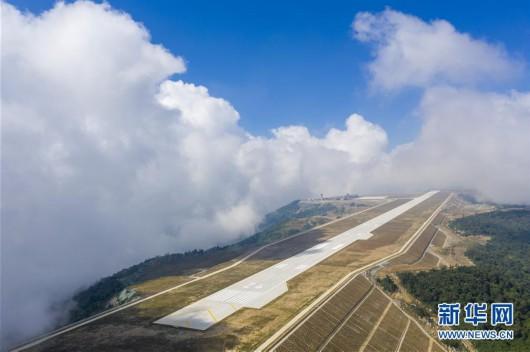 """长江三峡""""云端机场""""正式通航"""